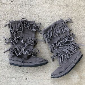 Minnetonka suede leather 3-Layer Fringe Boot